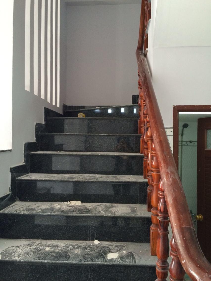 Nhà dĩ an cần bán nhà 1 trệt 1 lững 1 lầu có 3 phòng trọ gần đường DT743