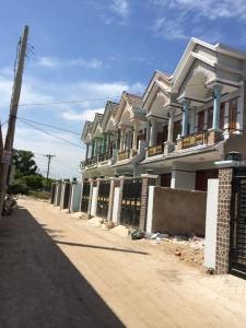 Nhà đất dĩ an cần bán gấp dãy nhà phố mới hoàn thiện xong.