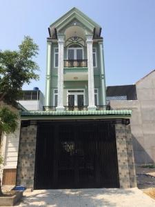 Nhà dĩ an bình dương bán biệt thự ngay trung tâm thị xã trong khu công viên nước.