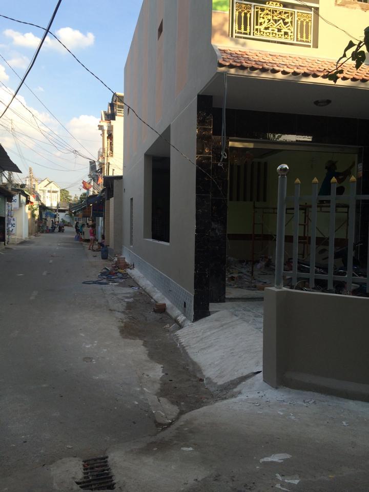 Cần bán gấp căn nhà dĩ an hai mặt tiền đường gần ngã ba chiêu liêu đường nhựa thông