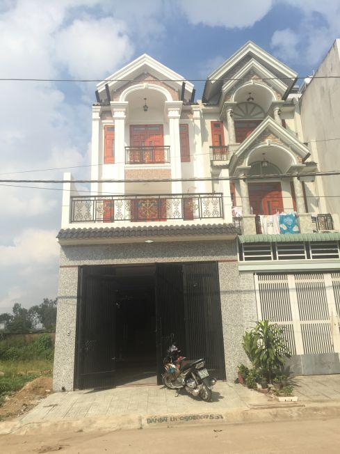 Nhà phố cao cấp trong khu trung tâm hành chính Dĩ An bán giáp Linh Xuân.