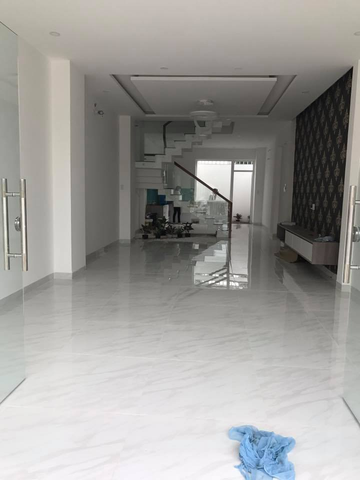 Cần bán gấp nhà tại BigC Dĩ An 3 lầu , nội thất cao cấp giá chính chủ.