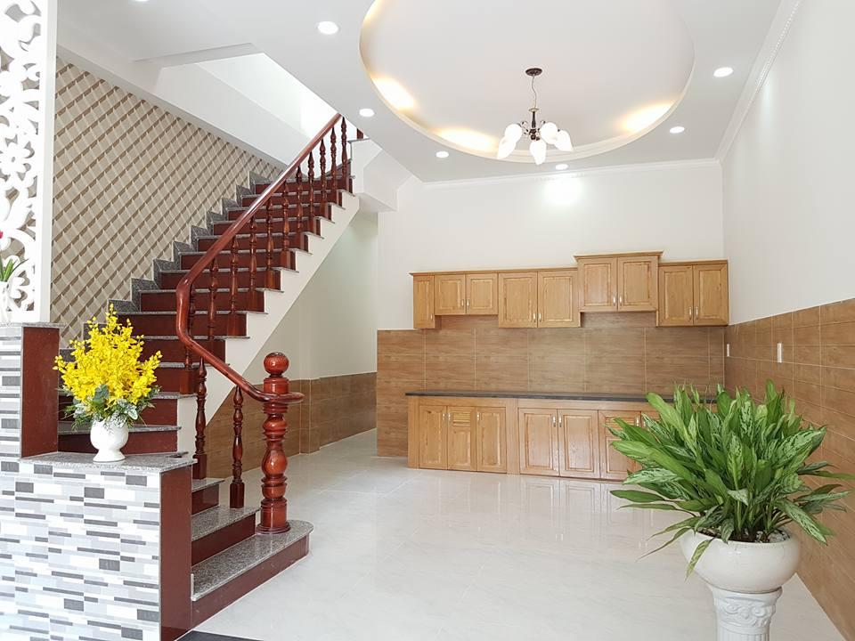 Nhà  cần bán ngay sau lưng chợ Dĩ An 1diện tích 105m sổ hồng giá chính chủ.