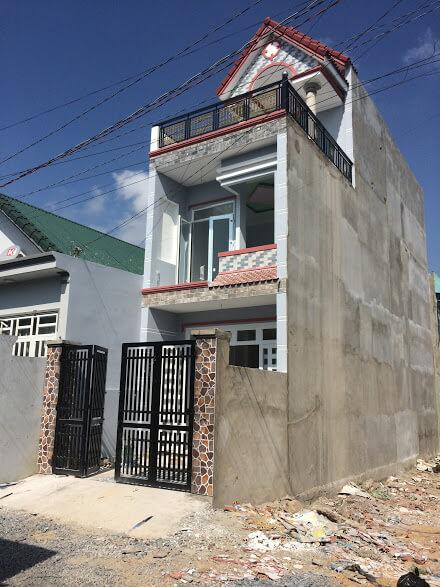 Bán nhà 2 lầu ngay đường Tô Vĩnh Diện Đông Hòa ngã ba cây lơn Dĩ An.