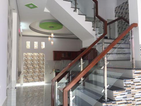 Nhà lầu dĩ an bán gần ngã tư 550 giá ưu đãi khu dân cư đông , vị trí đẹp
