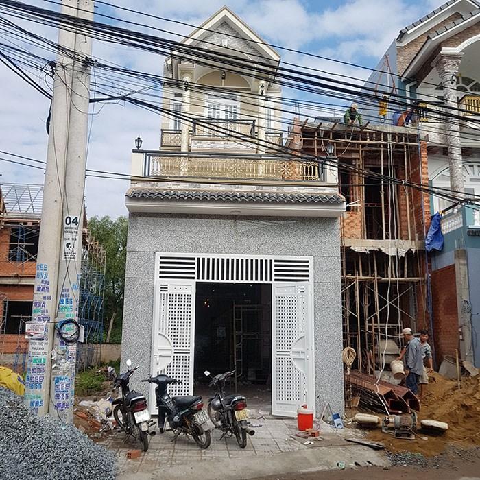 Bán nhà 2 lầu gần sân vận động Đông Hòa đường thông tiện kinh doanh