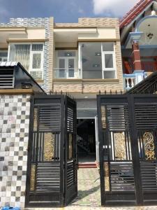Bán nhà dĩ an đường thông gần chợ Tân Long với giá ưu đãi.